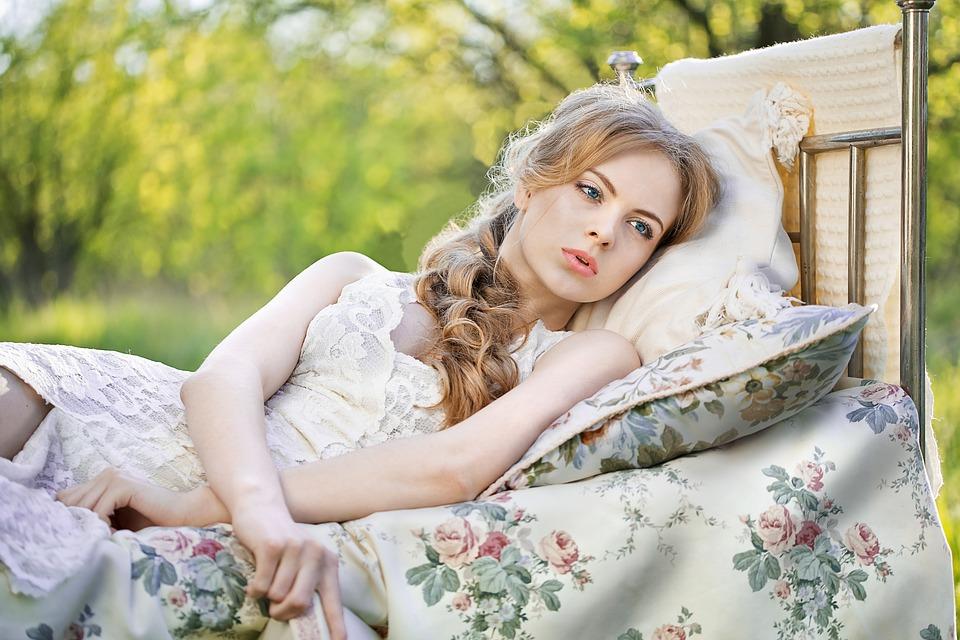 žena, posteľ, príroda