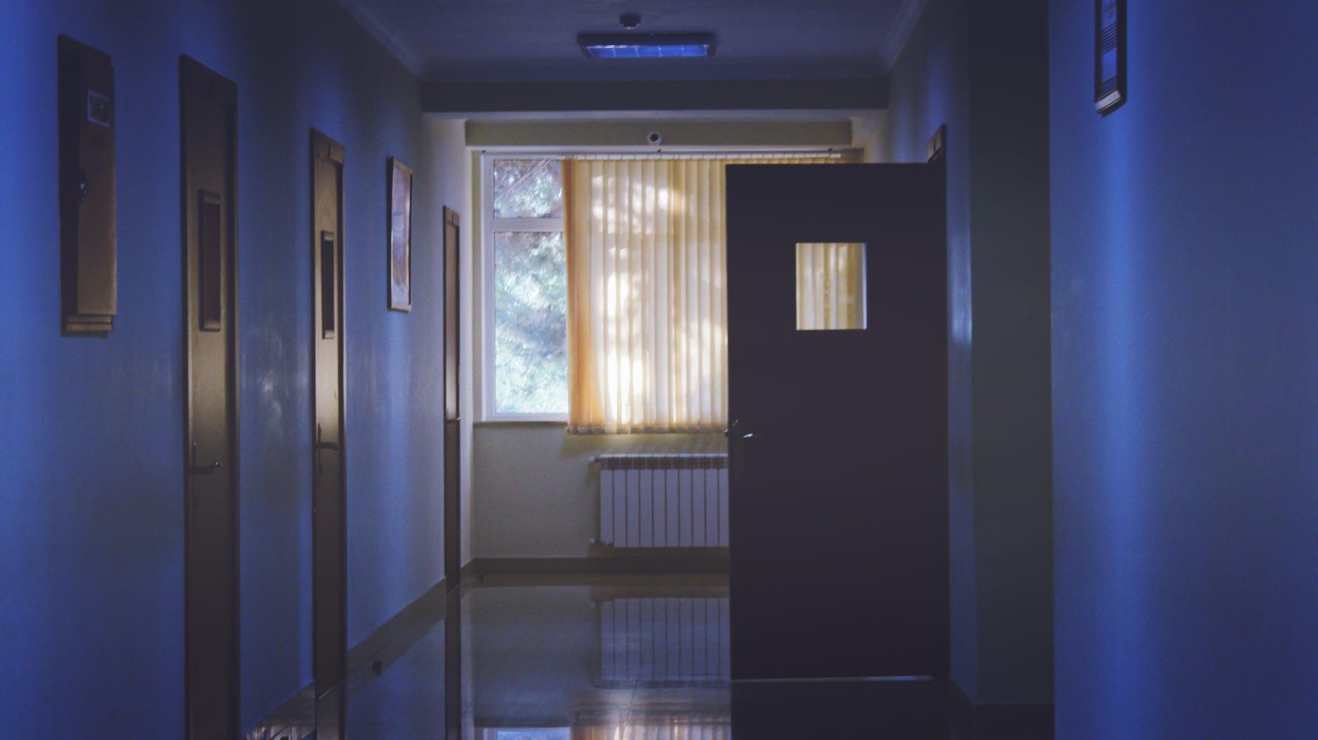 dvere otvorené