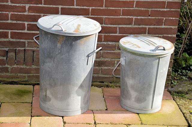 dvě popelnice