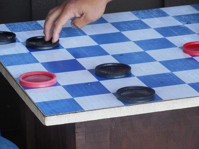 divná šachovnice
