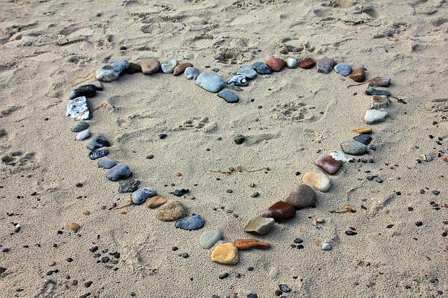 srdce na pláži