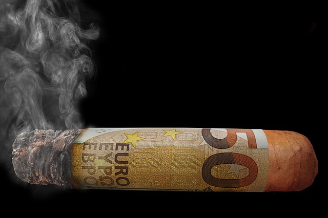 pálení peněz